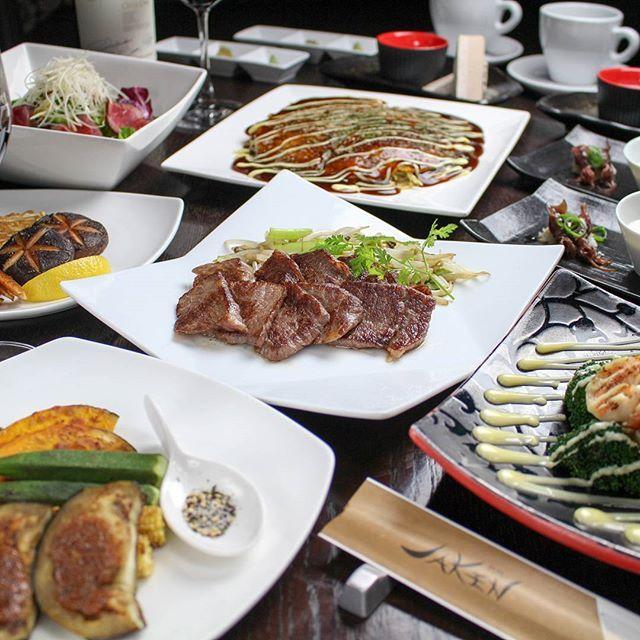 特撰黒毛和牛モモステーキを味わう新しいコースが登場しました!  旬の野菜焼き、広島お好み焼き、サラダ、デザートなども楽しめるコースとなっております。今回は4500円(税別)とリーズナブルなコースとなります。  この機会にぜひお試しください。  #鉄板焼き#jaken#ジャケン#JAKEN#池袋#恵比寿#新宿#肉#ステーキ#コース料理#記念日#誕生日#デート#歓迎会#送別会#会席コース#厳選#黒毛和牛#A5#飲み放題#デザート#サプライズ#コース#野菜#お好み焼き#モモステーキ#デザート