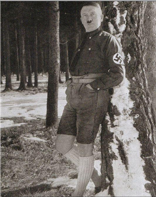 Série étonnante de photos interdites d'Hitler en short