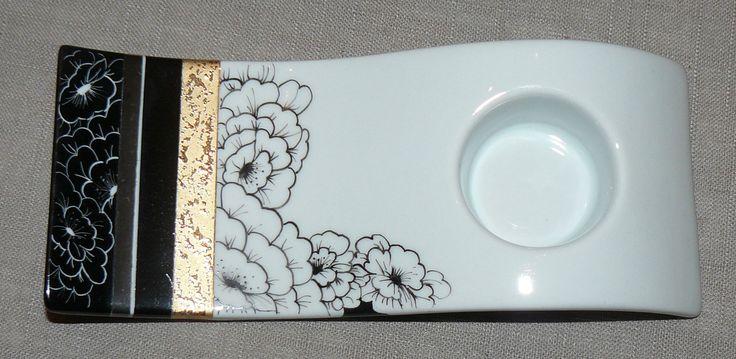 Plat Lotus noir et blanc - Photo de 1. NOUVEAUTES - Carnet de Porcelaine Plus