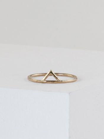 Stefanie Sheehan's edgy single spike midi ring is made from thin 14K yellow gold. This midi ring is sure to complete any collection.Handmade in NYC. Size 5.