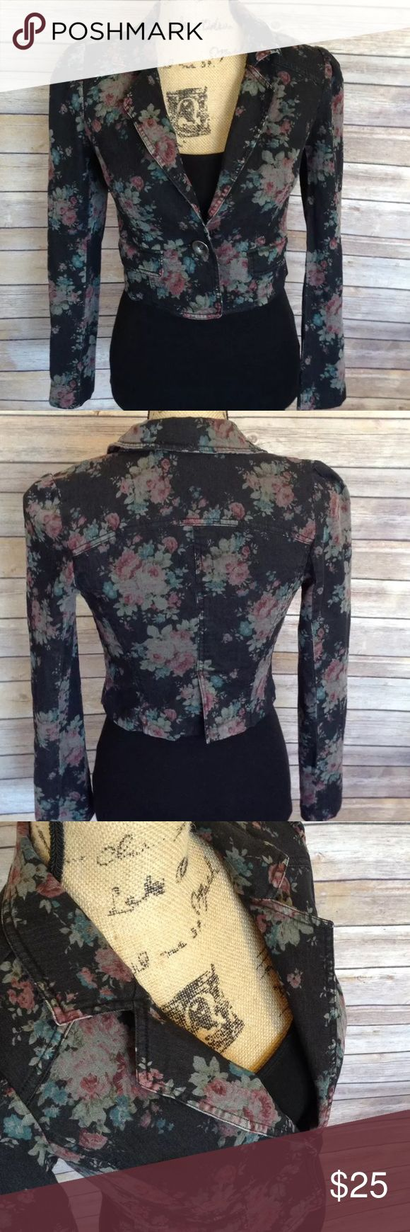 "Anthropologie Free People black floral blazer 0 Pre-owned Anthropologie Free People women's black floral single button blazer jacket. Very good used condition. No rips holes or stains. Beautiful!   Measurements:  Armpit to armpit- 16""  Armpit to sleeve- 17 1/2""  Length- 18""   I ship fast! Pay before 4:30pm Monday thru Friday and I will ship the same day!  Thank you for looking!  Check out my other items! Free People Jackets & Coats Blazers"
