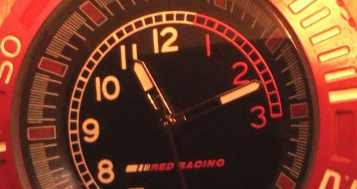 """""""Red Racing"""" часы для мужчин  Казань  """"Red Racing"""" часы для мужчин Мужские часы « Red Racing ». Массивный корпус часов красного цвета из нержавеющей стали. Ремень часов в виде рисунка протектора покрышки, изготовлен из композитных материалов не предъявляющих особых требований к эксплуатации. Кварцевый механизм прибора точный и неубиваемый. Циферблат и стрелки имеют люминесцентное покрытие (светонакопитель), позволяющее без труда пользоваться часами в темное время суток. Циферблат оформлен в…"""