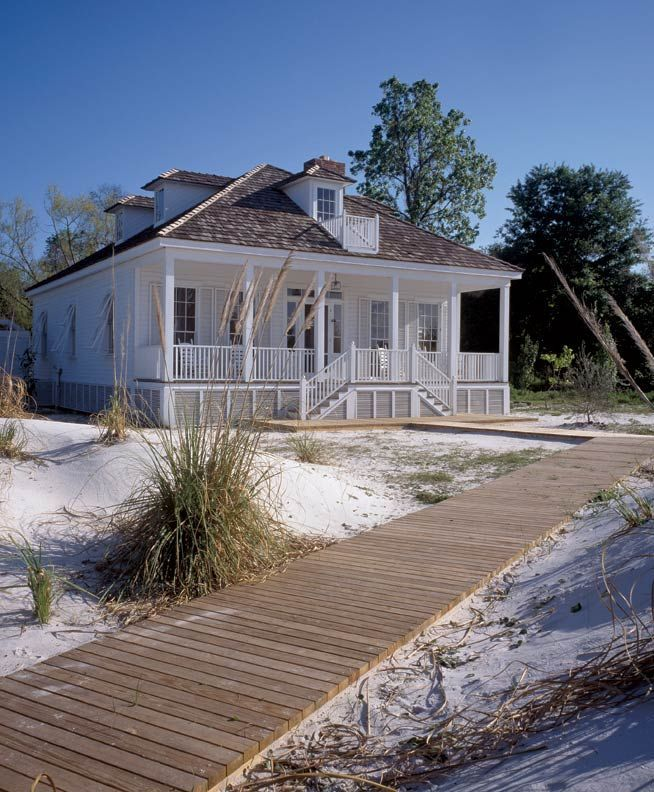 A renovated 19th-century Creole cottage in Apalachicola (Photo: Robert C. Lautman)