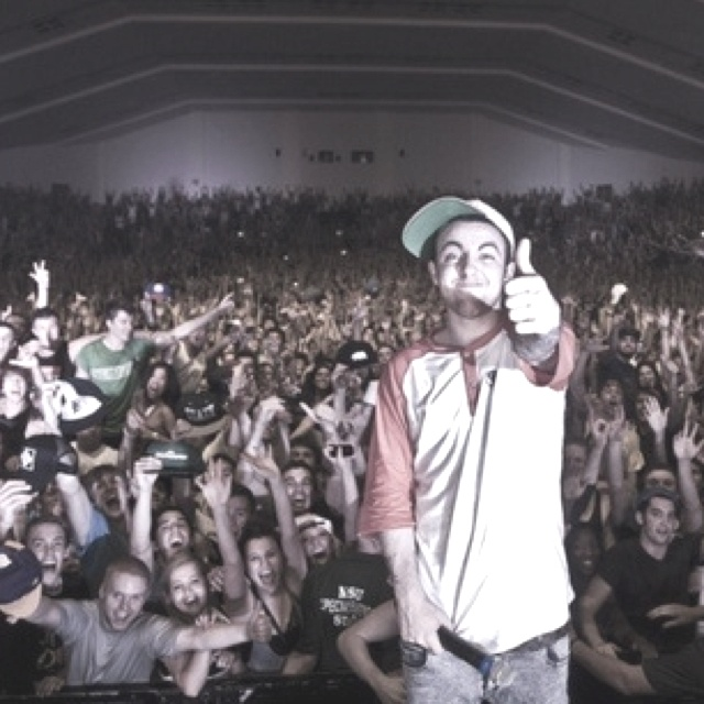 Mac Miller & some friends! would kill to see my man live.