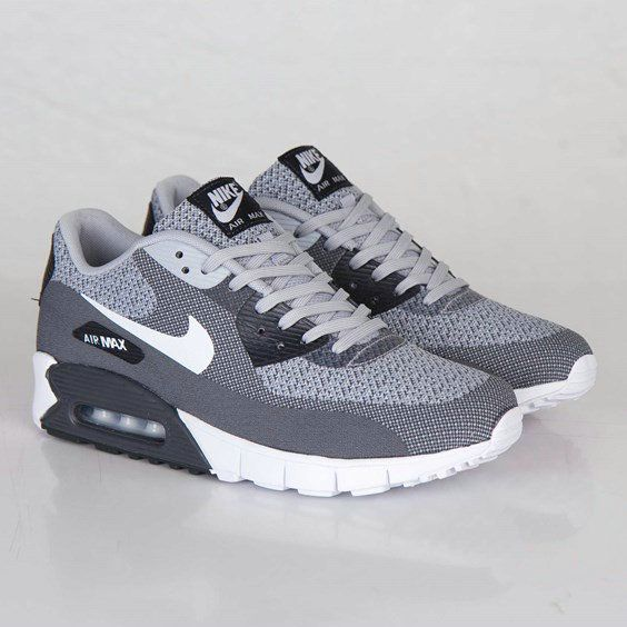 I like to wear Nike shoes, because it is comfortable, cheap, good quality. Nike Free, nike air max and Only $21 Roshe Mesh Shoes, get it now!