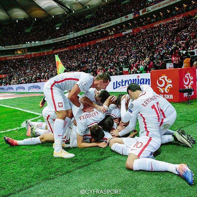 W grupie raźniej  Team work ⚽️ #qualification #worldcup #laczynaspilka #kadra #reprezentacja #polishnationalteam #football #poland #armenia #fifa #cyfrasport fot.Radosław Jóźwiak