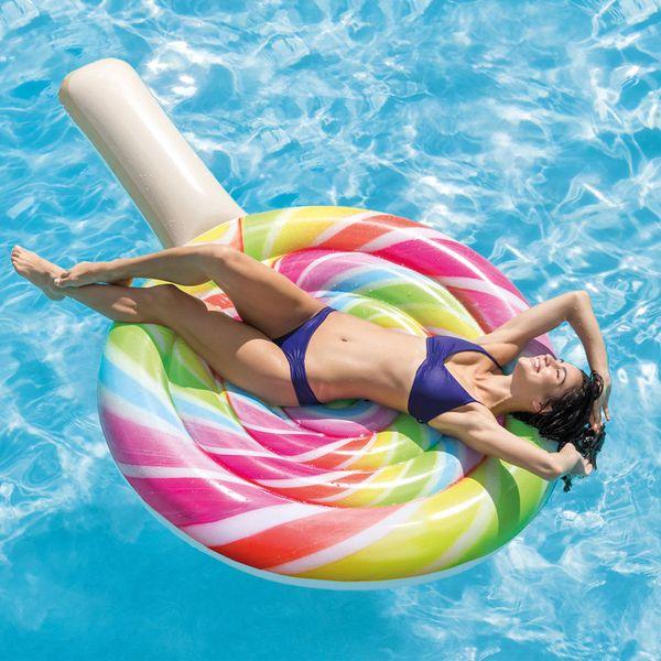 Neste verão, deixe o momento da piscina muito mais colorido com essa boia de piscina colorida. Ela é espaço… | I ÁREA EXTERNA I AR FRESCO E LIBERDADE I de 2019 | Bóias para piscina, Foto tumblr na piscina e Foto na piscina