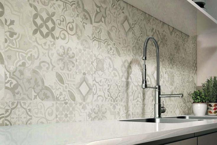 Elegante Fliese in Betonoptik Ob Küche, Wohn- und Essbereich oder Badezimmer - mit der edlen Wand-Fliese Matheria in Betonoptik verschönern Sie Ihr Zuhause. Erhältlich ist sie in der Farbe weiß mit passendem Dekor. Eine optimale...