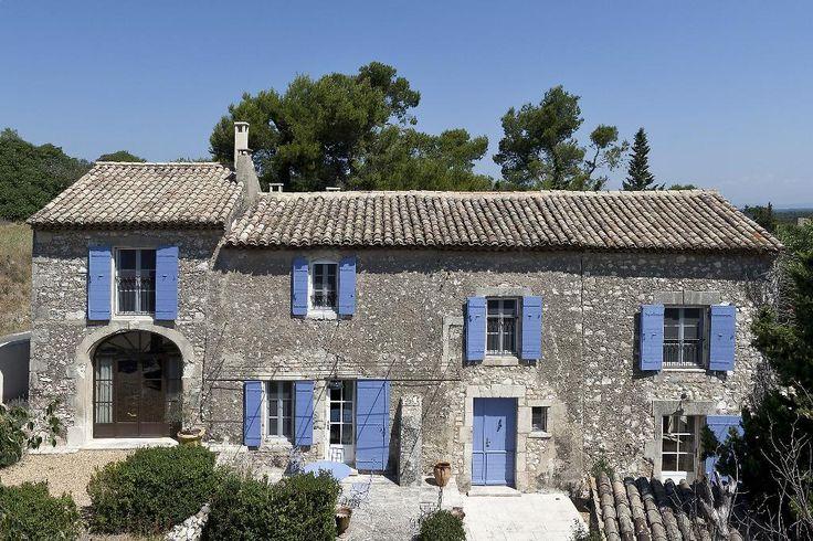 A 3 mn du centre du village d'Eygalières, trés belle propriété comprenant un…