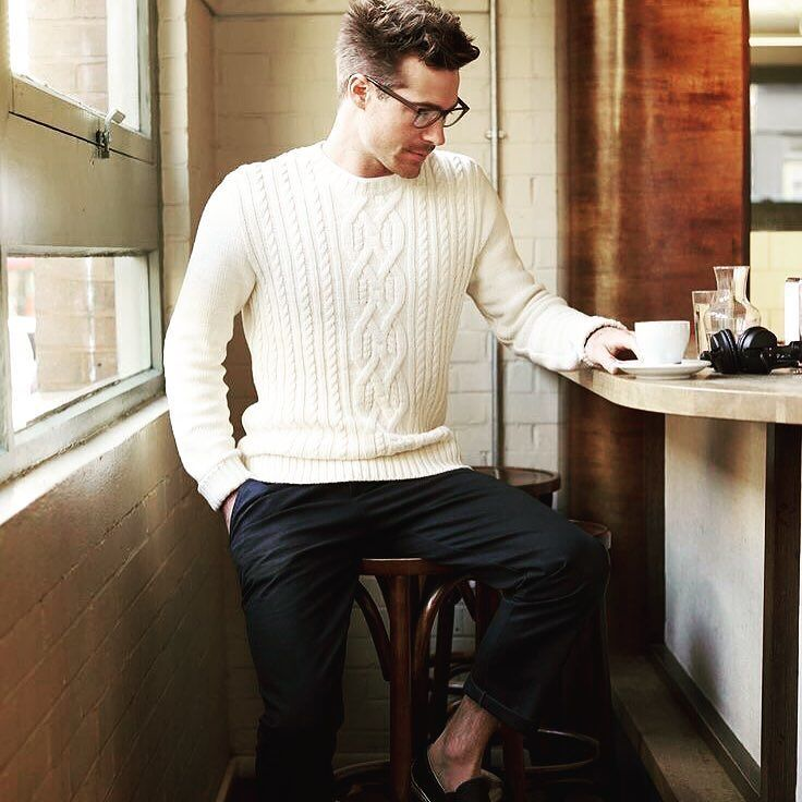 En grovt stickad vit tröja det perfekta plagget under kalla sommarnätter  #mensclothes #menswear #mensstyle #mensfashion #maleclothes #malewear #malestyle #styleblog #styleblogger #fashionblog #fashionblogger #instastyle #instafashion #stylegram #fashiongram #ootd #outfitoftoday #wiwt #whatiweartoday #lookoftheday #lotd #dapper