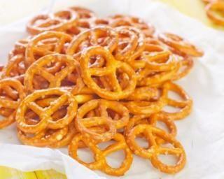 Bretzels salés pour apéritif sans gluten : http://www.fourchette-et-bikini.fr/recettes/recettes-minceur/bretzels-sales-pour-aperitif-sans-gluten.html