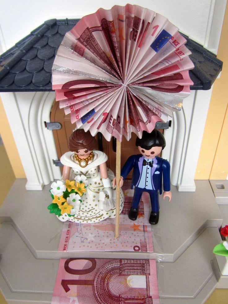 Lustiges Geldgeschenk für die Hochzeit mit einem Playmobil Brautpaar und einer Playmobil Kirche. MIT DIY-ANLEITUNG.
