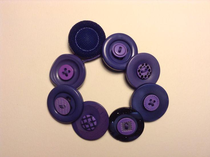 Μωβ βραχιόλι με κουμπιά