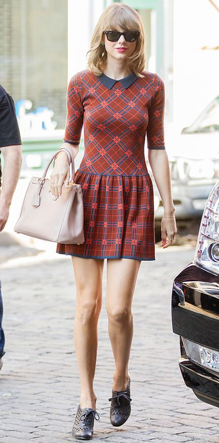 Street style star Taylor Swift nailed her off-duty look in a retro-inspired print CeCe by Cynthia Steffe collared dress, styling it with her go-to blush pink Prada handbag and perforated Oxford booties.