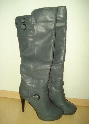 Kupuj mé předměty na #vinted http://www.vinted.cz/damske-boty/kozacky/8628062-sede-kozacky-na-podpatku