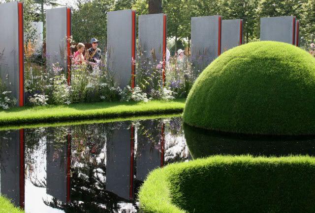 Wendy's Journal - Hampton Court FS : 1 Large Show-gardens