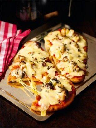 SNSでも話題になっている「ナンピザ」の作り方をご紹介していきます。一度食べると、もちもち食感の虜になりますよ。朝食にもランチにも最適です。