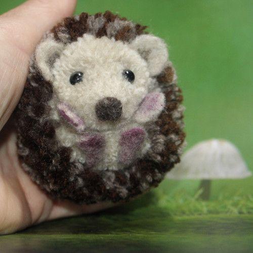 "Talisman či dekorace, přívěsek  \""Ježeček\"", Brooch cute pomp pomp animals, wool, light, nature, animal, natural, pet, white, cheerful, gentle, sweet, cute pom pom animals, miniature, hedgehog, talisman"