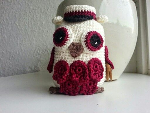 Studenterugle / danish student owl  My own design. Made for my littlesister who graduated this summer.