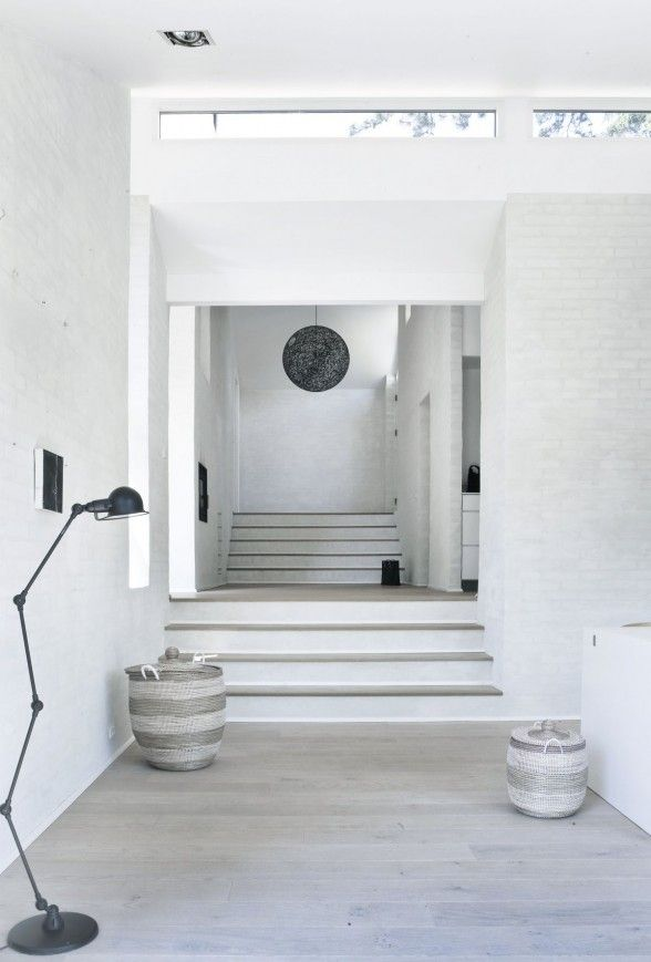central-staircase-minimalist-home-588x869.jpg 588×869 pixels