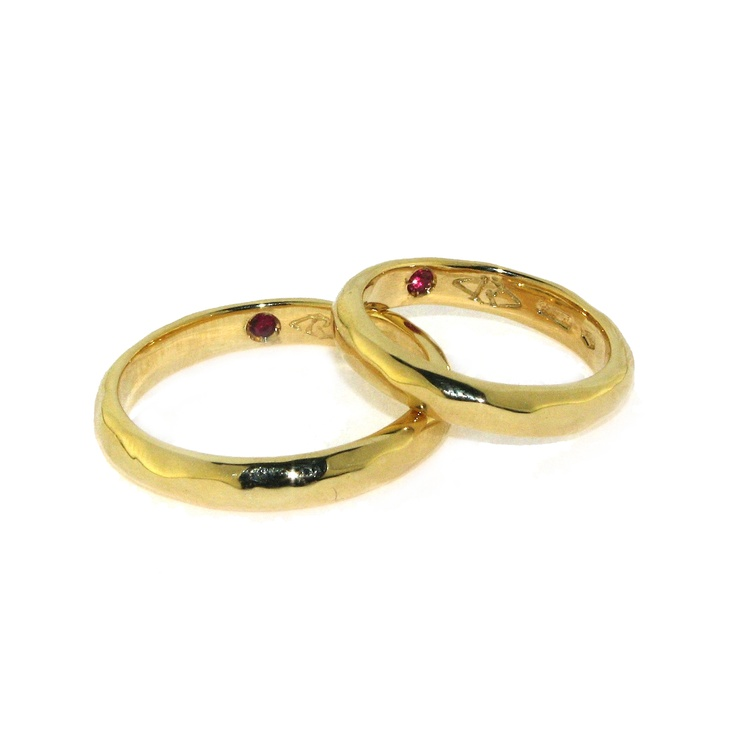 18 kt Gold with internal ruby