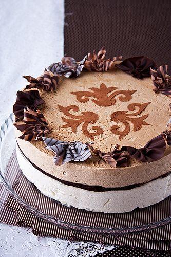 А у нас за окном +16, но у кого-то ведь все еще продолжается лето!:) Хочу поделиться замечательным рецептом торта-мороженого от Луки Монтерсино! Можно даже не…