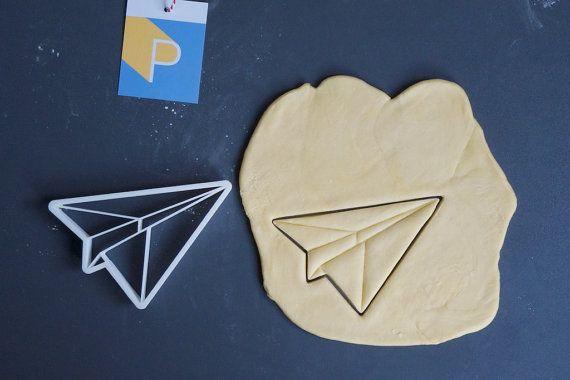 Origami Papierflugzeug Ausstechform 3D gedruckt von Printmeneer – tolle Produkte, Geschenkideen