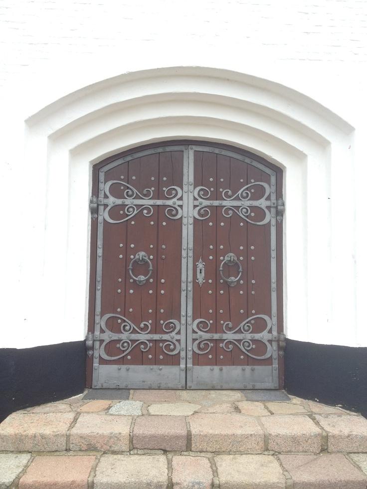 Loooove this beautiful church-door