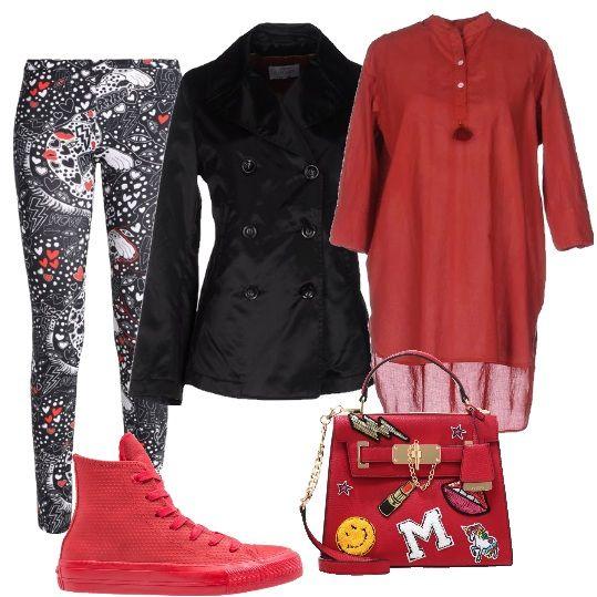 Il caftano rosso rubino viene indossato come un mini abito su un leggings fantasia a cuori rossi. Converse rosse e borsa a tracolla spiritosa. Cappottino corto che lascia intravedere il caftano.