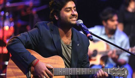 Arijit Singh's MTV Unplugged performance is absolutely incredible! I can't stop listening to it