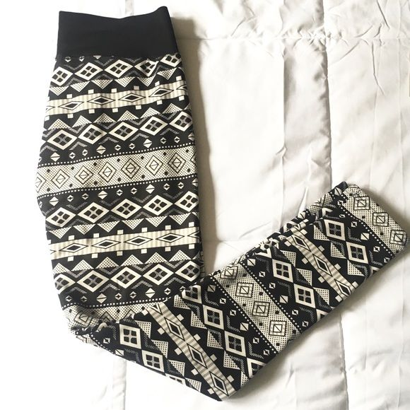 """Aztec leggings size L Worn once, run small. Very warm leggings. Elastic waistband, 30"""" (and stretchy) length is 37.5 Pants Leggings"""