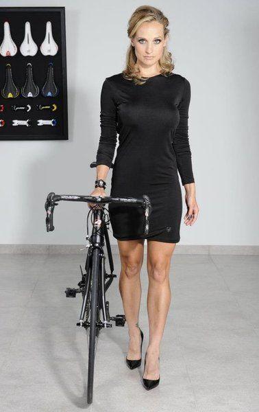 Liz Hatch la ciclista ms linda del mundo  Triatloners