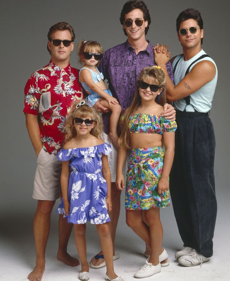 """Watch the """"Full House"""" Cast Reunite and Sing the Show's Theme Song -Cosmopolitan.com"""