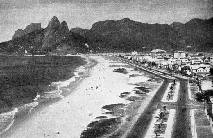 Praia de Ipanema em 1940. 2. Palavras-chave: Ipanema, natureza, urbanização, antigo.