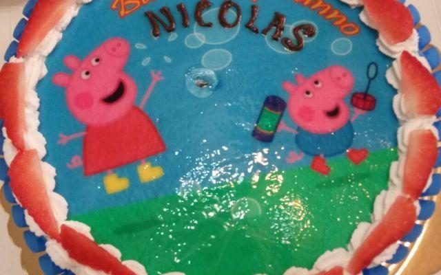 buon compleanno con peppa e george Torta compleanno Peppa Pig e George Semplice idea per realizzare una torta di compleanno per tuo figlio/a da realizzare comodamente a casa tua con pan di spagna e crema pasticciera, il tocco magico #festaericorrenze
