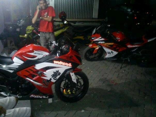 Barel Indo Designer: Kawasaki ninja 250fi Red Cutting Sticker
