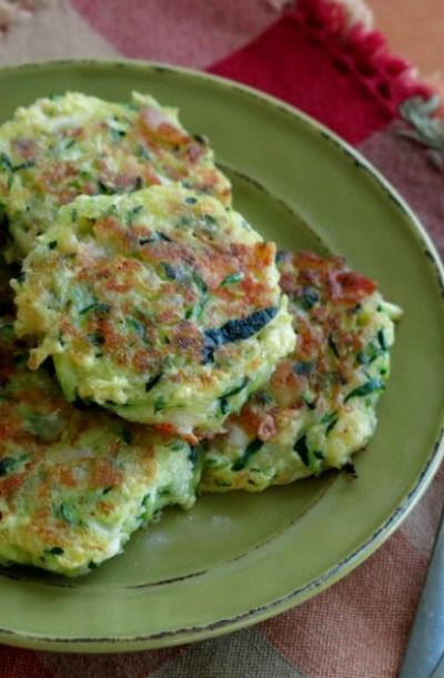 Learn how to make these super healthy zucchini cakes for an easy lunch.