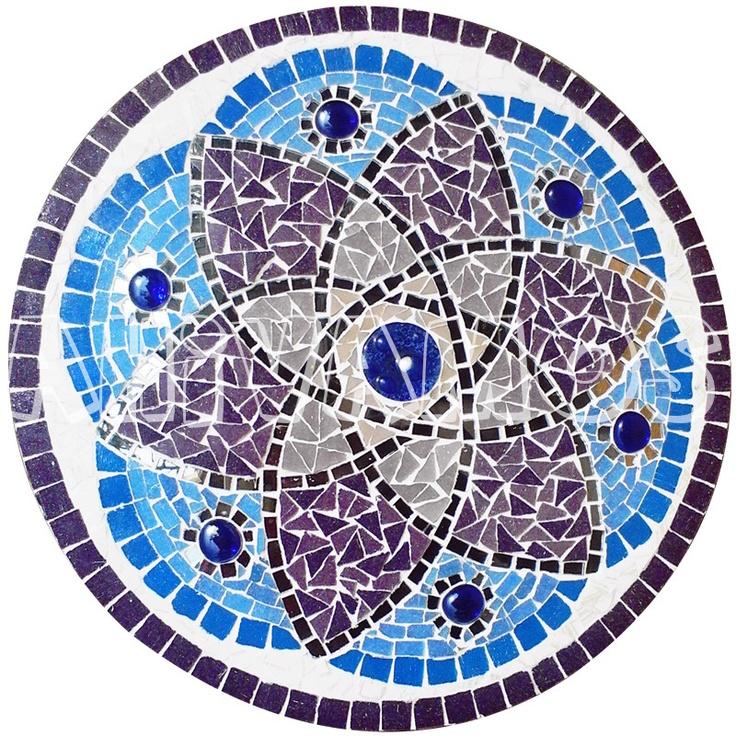 Mandala realizada en venecitas y azulejos
