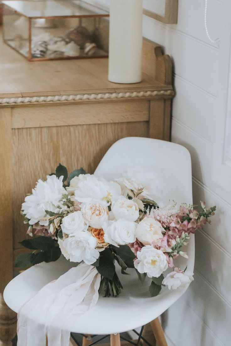 Summer Bouquet by Emma Blake Floral/ Photography by Jonathan David