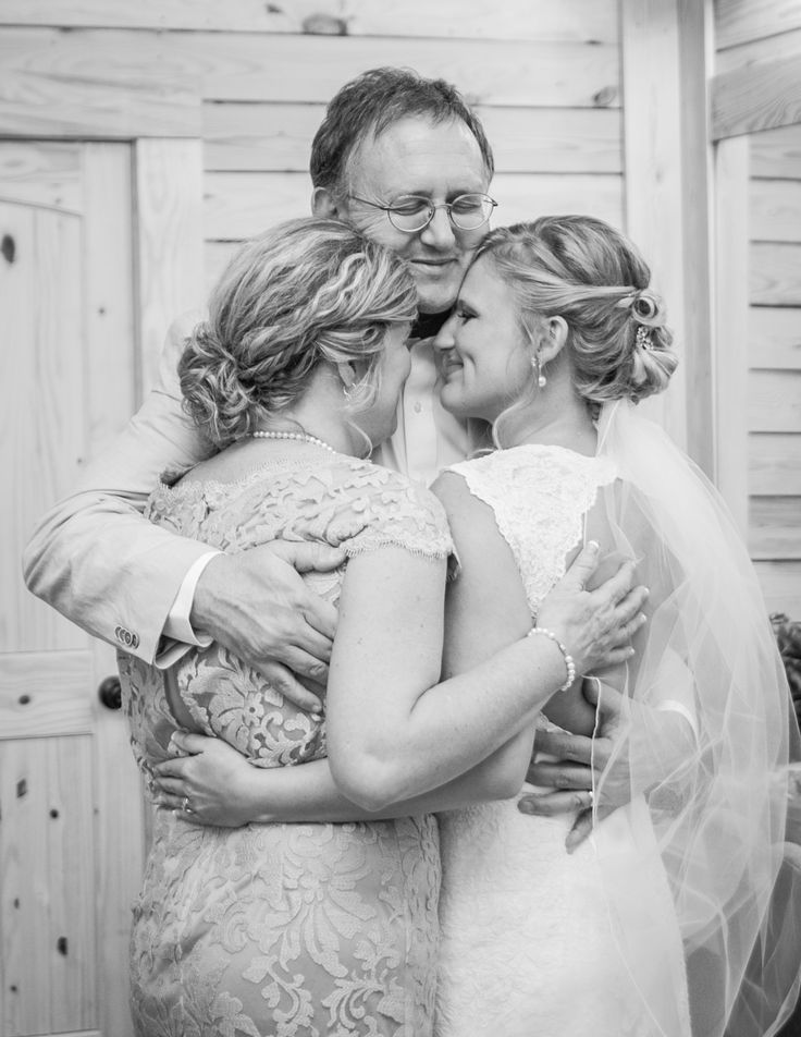 "Have a final ""family hug"" before your ceremony!"