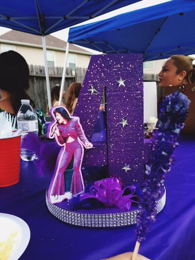 The coolest little girl ever! This 4-year-old's Selena Quintanilla-themed birthday party is the best thing you'll see all day! Now Iiiiiiii want a Selena Bday Party! Maybe for my 35th! lol