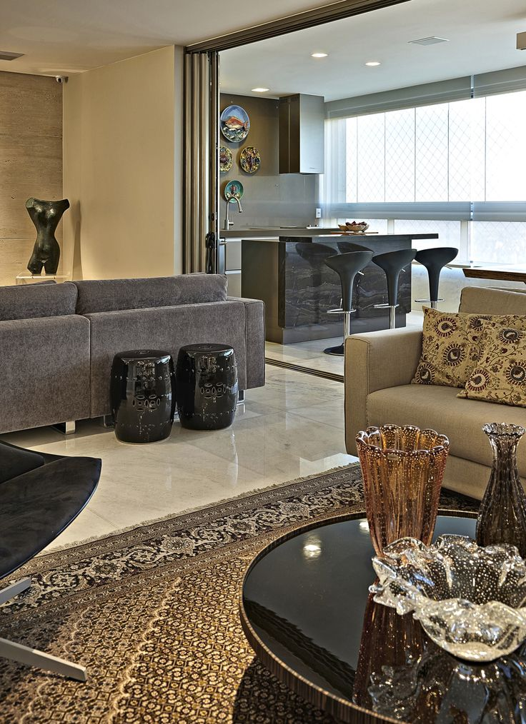 Mix de referências e estilos. Veja: http://casadevalentina.com.br/projetos/detalhes/em-total-integracao-596 #decor #decoracao #interior #design #casa #home #house #idea #ideia #detalhes #details #style #estilo #casadevalentina #livingroom #saladeestar