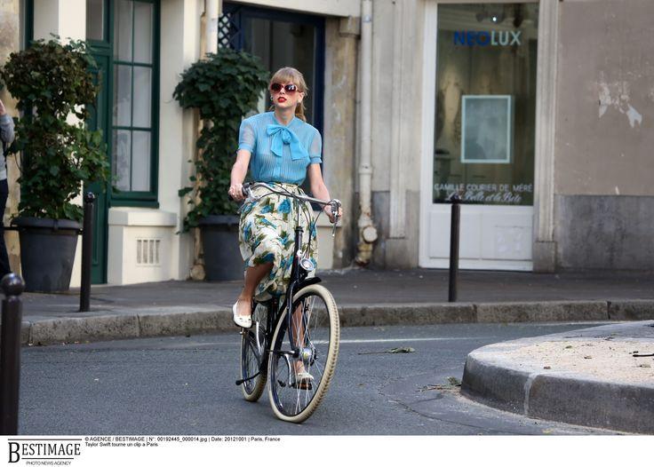 Von Joanna - It-Girls on bikes Taylor Swift