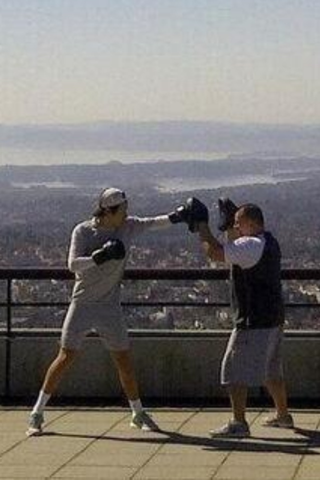 HARRY STYLES BOXING. Dark is coming true, can I please be Bo?