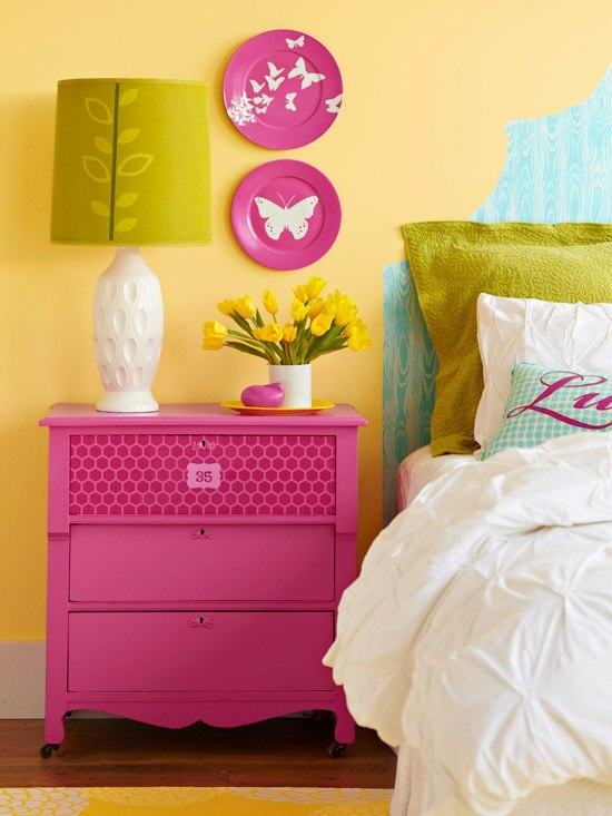 yellow walls with pink accents would go Perfect with the Ziggy Zinnia pattern!  #mysuitesetupsweepstakes