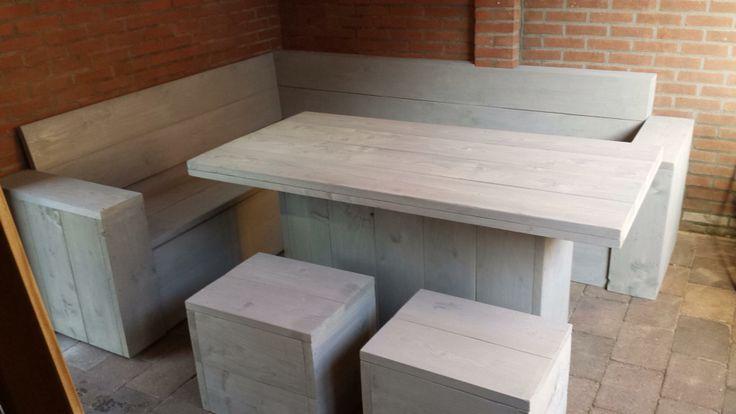 Loungeset van Steigerhout. Hoekbank met klapzitting, tafel en 2 krukjes. Http://www.vanalleshout.nl
