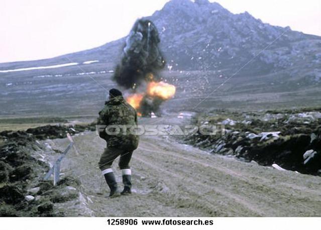 Ataque a las posiciones britanicas por parte de la artilleria Argentina