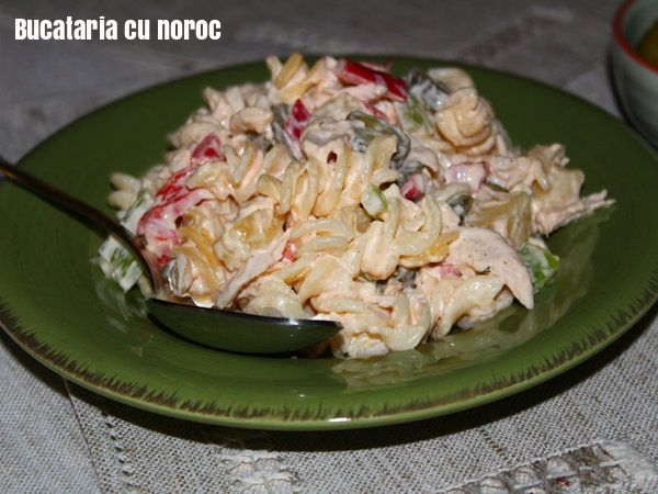 Salata de pui cu paste - Bucataria cu noroc