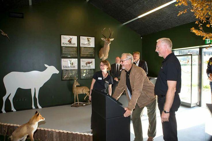 Knæk og bræk!   I Nationalpark Mols Bjerge indviede H.K.H. Prins Henrik i dag Jagtens Hus, der ligger ved Kalø Vig.  Danmarks Jægerforbunds nye hus vil fra i dag være et samlingpunkt for alle, der interesserer sig for natur, jagt og vildt og ikke mindst naturbeskyttelse.