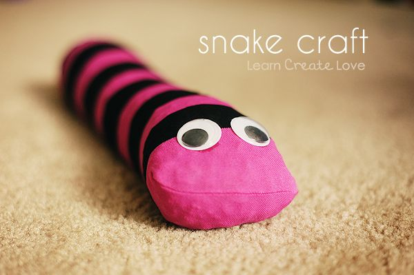 #nosew snake craft. no hot glue needed either or crazy glue :p a great kiddo/parent craft, looks like